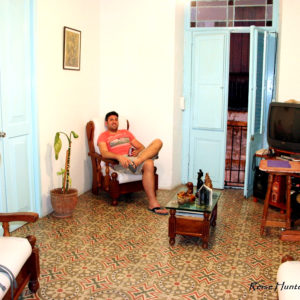 Reise Hunter Kuba Havana Casa Vieja Wohnzimmer