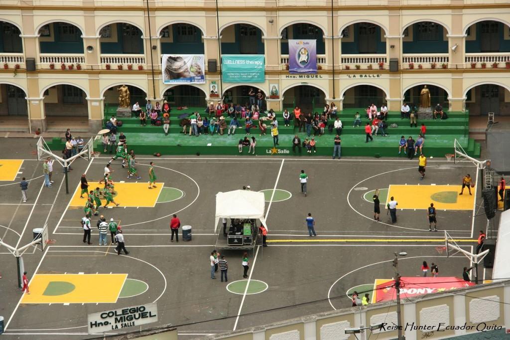 Reise Hunter Ecuador Quito Schulfest