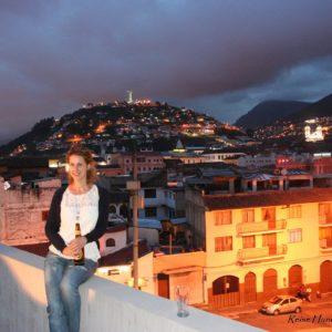 Reise Hunter Quito Rooftop Aussicht nachts