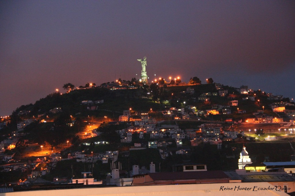 Reise Hunter Quito at Night