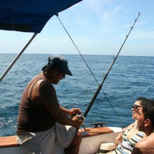Reise Hunter Galapagos Santa Fe Angeln2