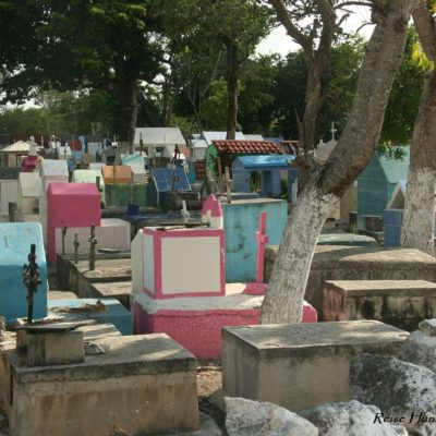 Reise Hunter Mexiko Friedhof bunt Tulum