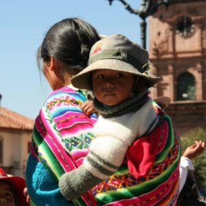 Reise Hunter Cusco Kind auf Rücken