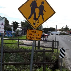 Reise Hunter Australien Byron Bay Alte Leute Schild