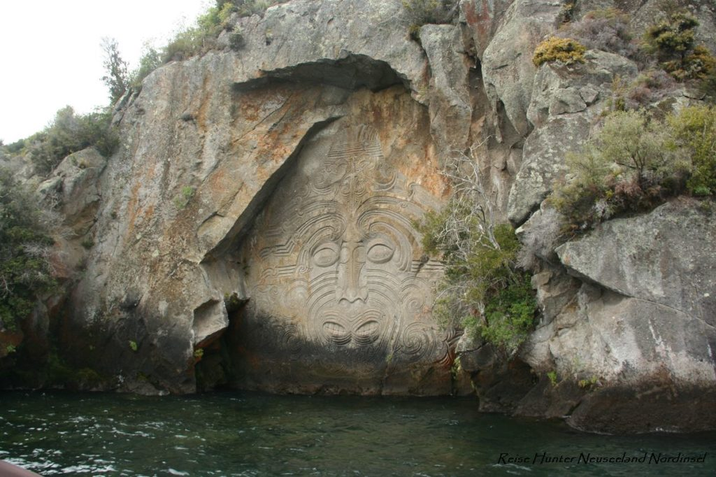 Reise Hunter Neuseeland Lake Taupo Maori Carvings