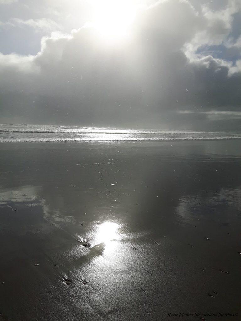Reise Hunter Neuseeland Raglan Hauptstand dunkler Sand2