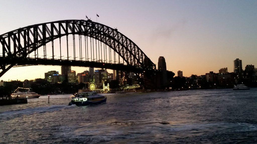 Reise Hunter Australien Sydney Brücke am Abend