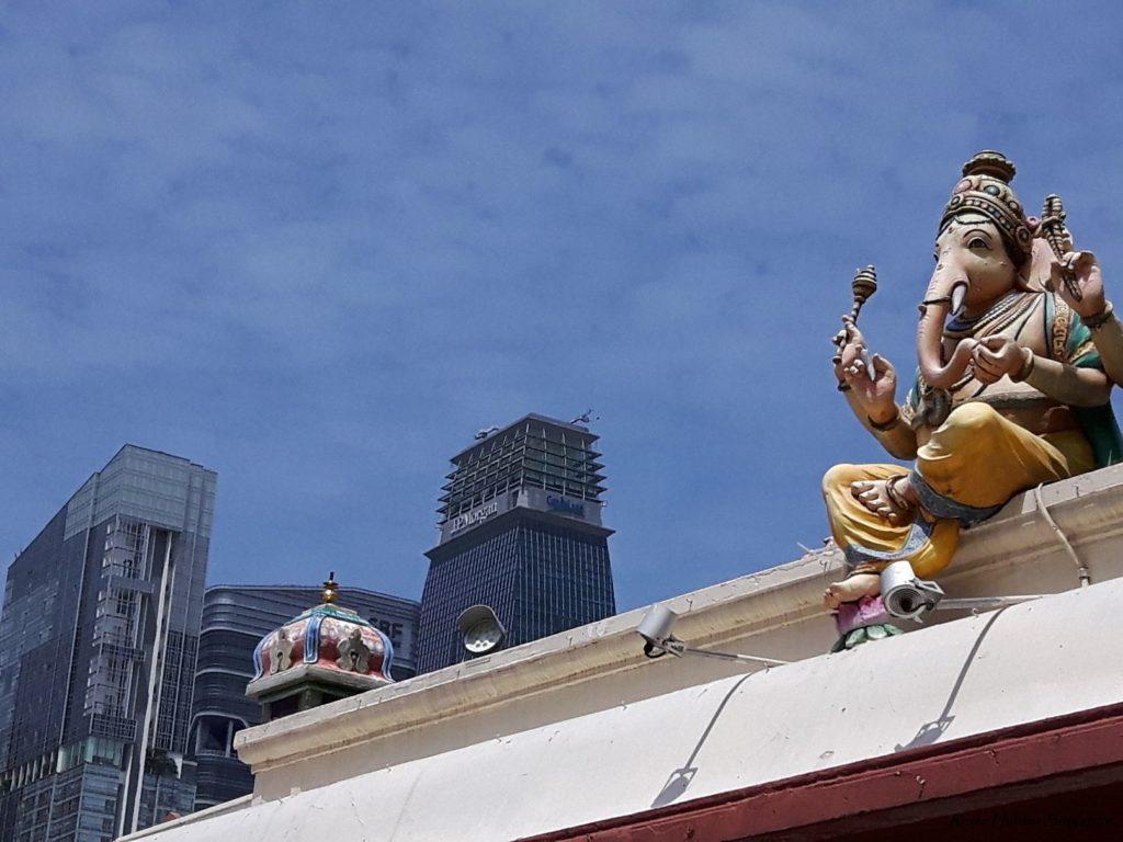 Reise Hunter Singapur China Town Tempel mit Skyline