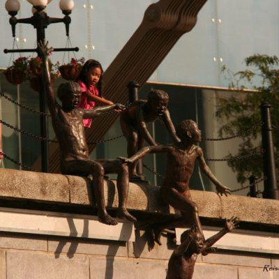 Reise Hunter Singapur Kletternde Kinder Skulptur