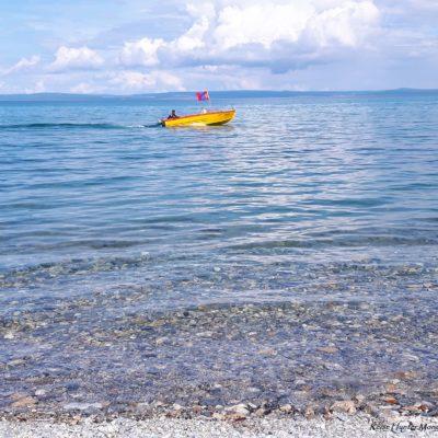 Reise Hunter Mongolei kleines Boot auf dem See