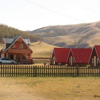 Reise Hunter Mongolei Übernachtung Holzhaus2