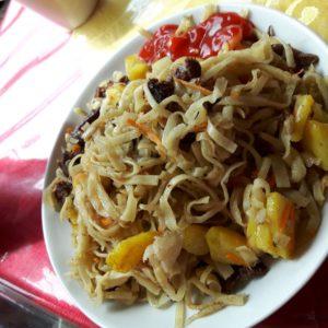 Reise Hunter Mogolei Essen Nudeln mit Fleisch