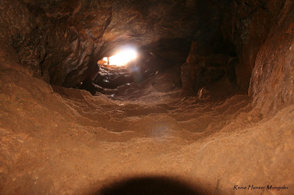 Reise Hunter Mongolei Höhle2