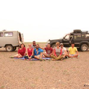 Reise Hunter Mongolei Mittag Gobi Gruppenbild