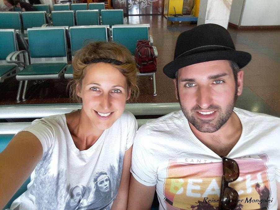 Reise Hunter Mogolei Stinkend am Flughafen
