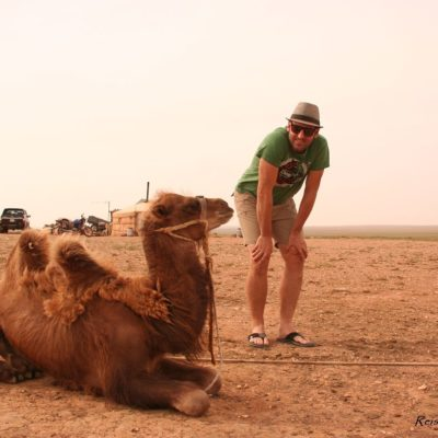 Reise Hunter Mongolei Kamel ruht sich aus3