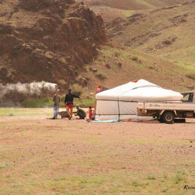 Reise Hunter Mongolei Menschen vor Jurte