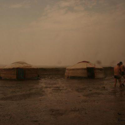 Reise Hunter Mongolei duschen im Regen