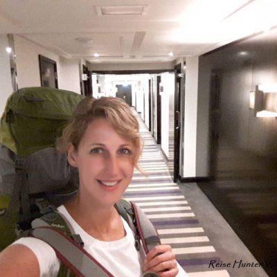 Reise Hunter Dubai Judith u Rucksack im 5 Sterne Hotel